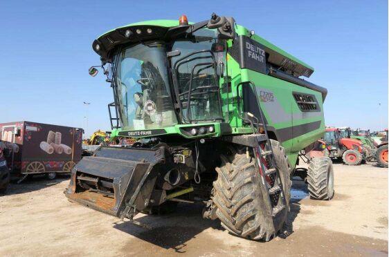 DEUTZ-FAHR C 7205 TS T4F z Hederem zbożowym CASE IH 3050 HD grain harvester