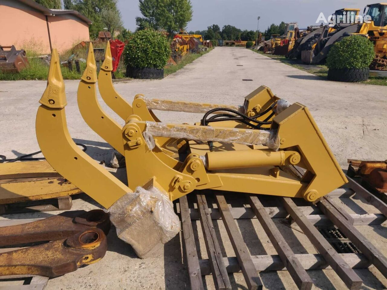 new PARALLELOGRAM WITH 3 TEETH AND 2 CYLINDERS subsoiler
